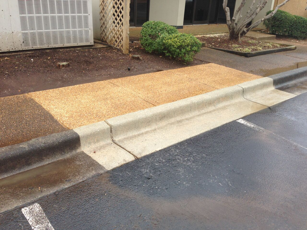 Concrete driveway sidewalk cleaning huntsville al for Clean rust off concrete patio